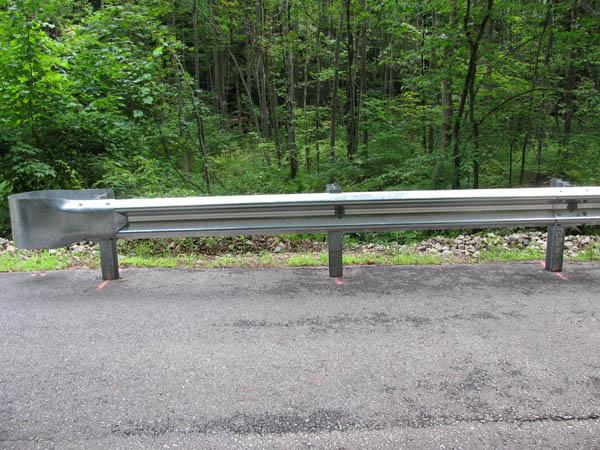 a guardrail  รั้วกั้นทางโค้ง
